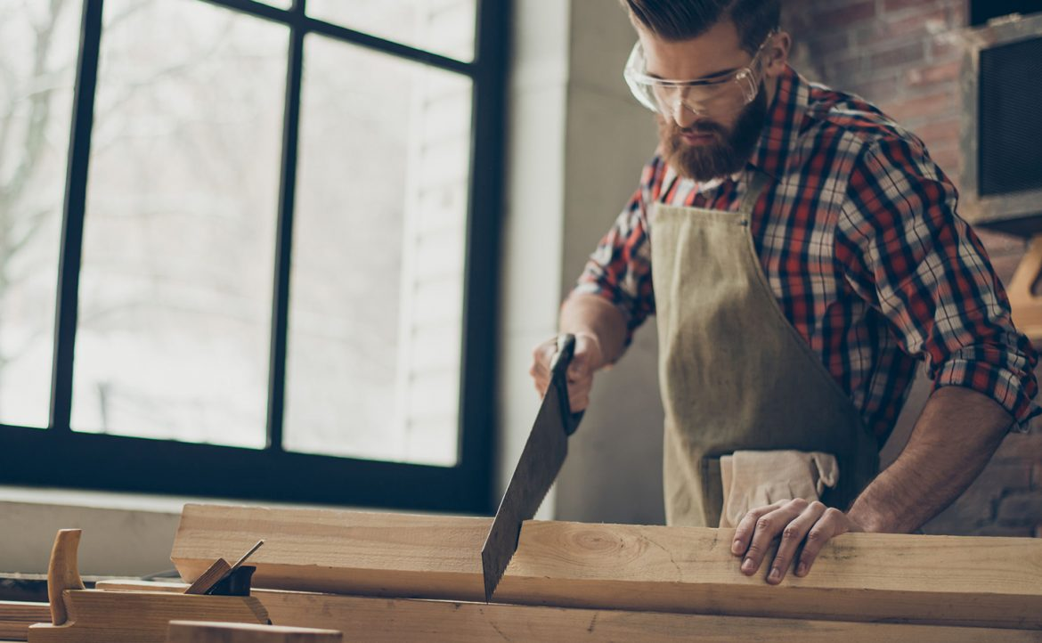 How to Save Money on a Carpenter